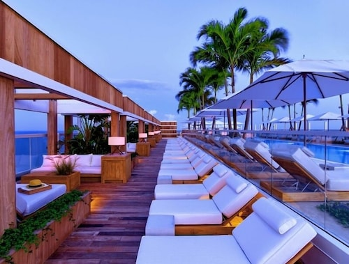 Rooftop Pool, 1 Hotel South Beach