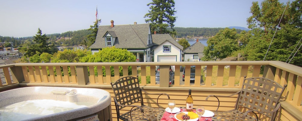 Sundeck, Tucker House Inn