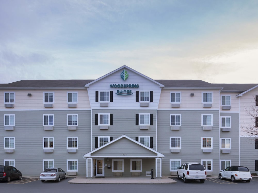 Parking, WoodSpring Suites Springdale