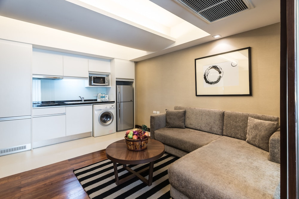 Private Kitchenette, Legacy Suites Hotel