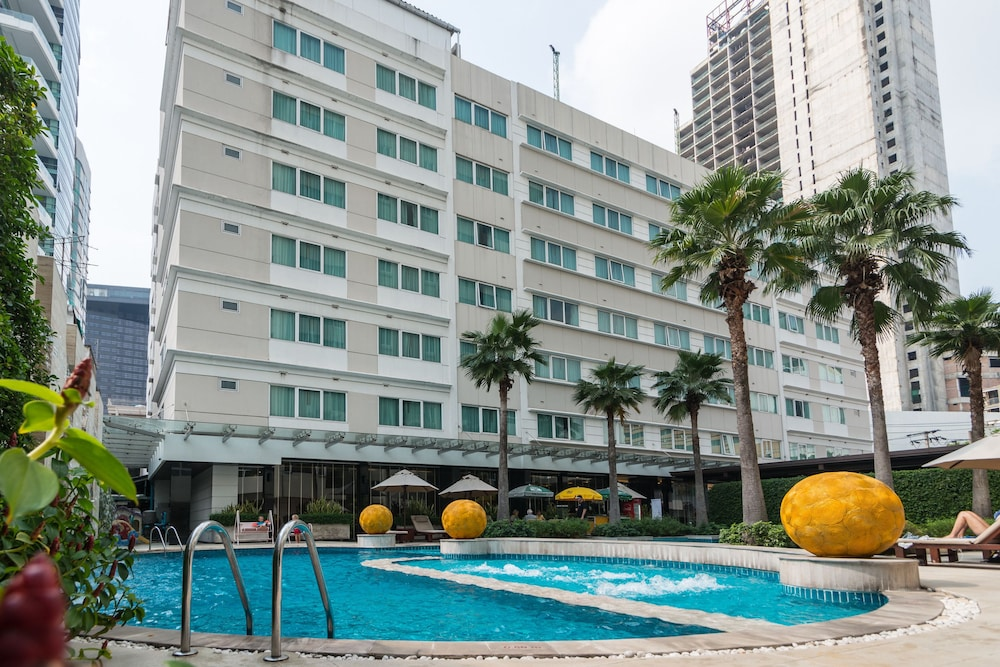 Outdoor Pool, Legacy Suites Hotel