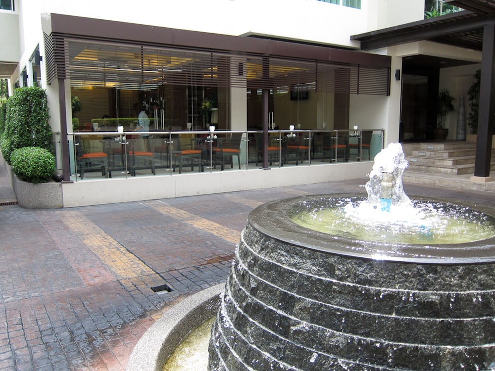 Fountain, Legacy Suites Hotel