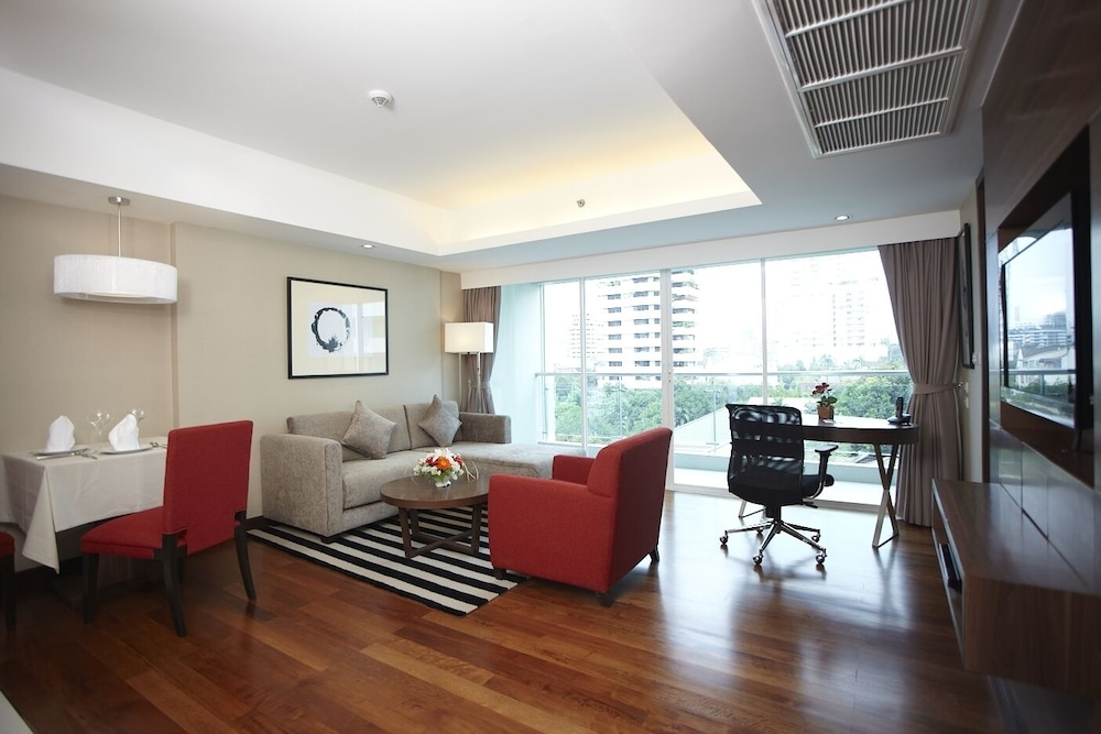 Living Area, Legacy Suites Hotel