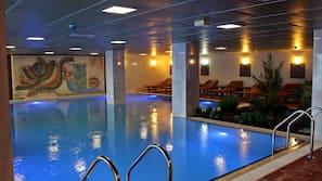 8 binnenzwembaden, 2 buitenzwembaden