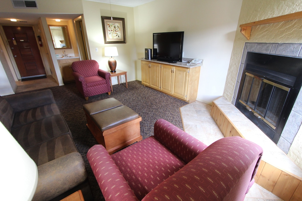 Living Room, Crown Point Condominiums, a VRI resort