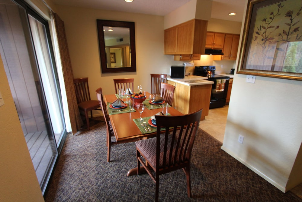 In-Room Dining, Crown Point Condominiums, a VRI resort