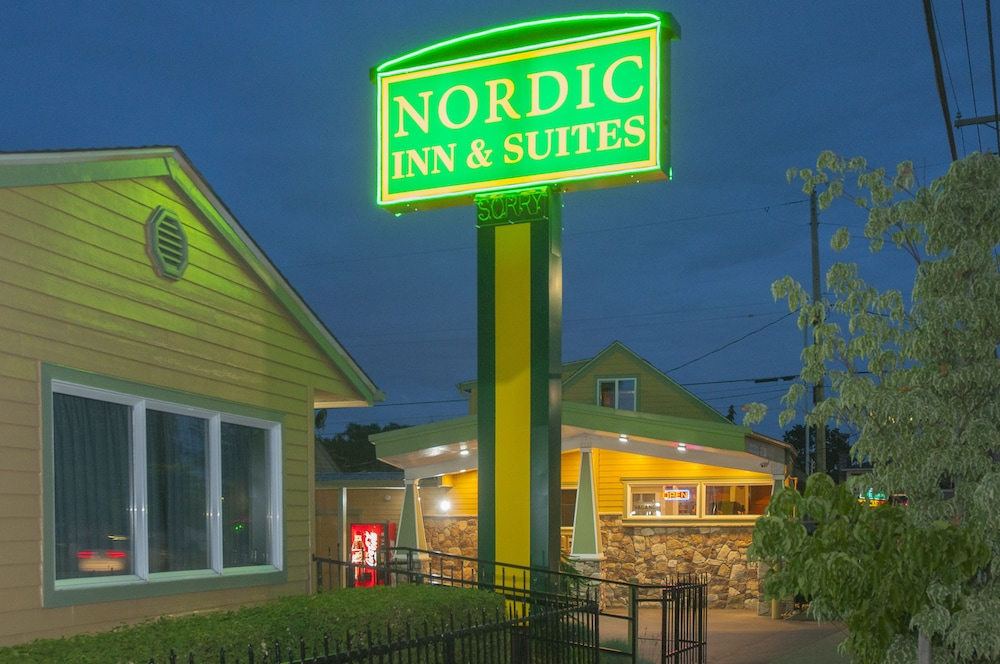 Front of Property - Evening/Night, Nordic Inn & Suites