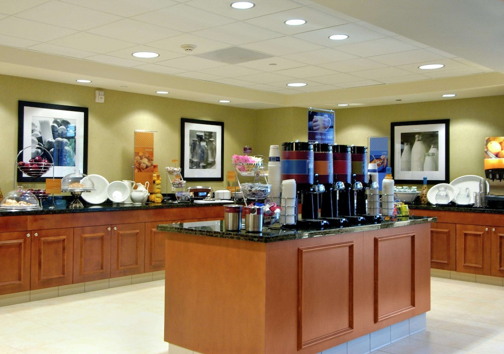 Breakfast Area, Hampton Inn & Suites Seal Beach