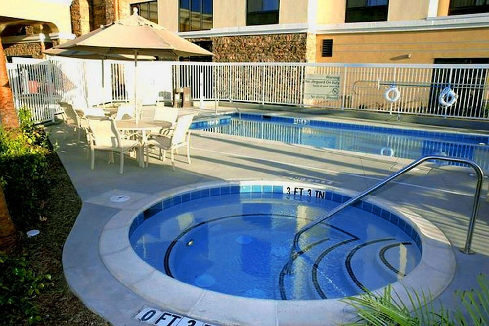 Pool, Hampton Inn & Suites Seal Beach