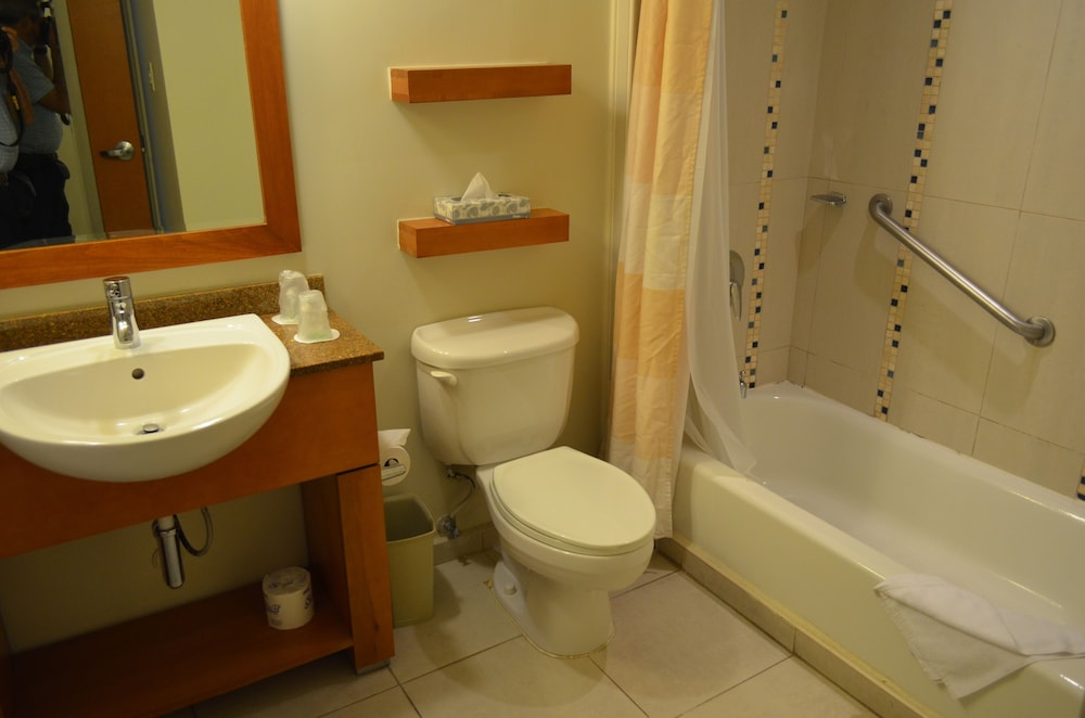 Bathroom, Courtyard by Marriott Aguadilla