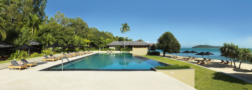 Outdoor Pool, qualia