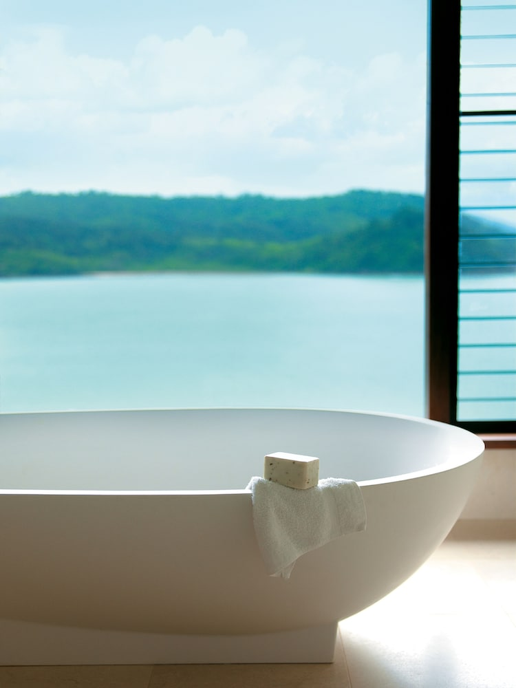 Deep Soaking Bathtub, qualia