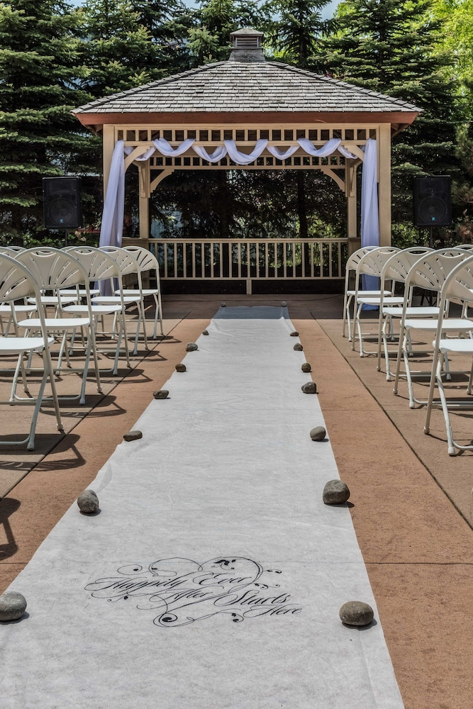 Outdoor Wedding Area, Georgian Bay Hotel Trademark Collection by Wyndham