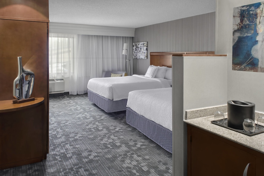 Room, Courtyard by Marriott Paramus