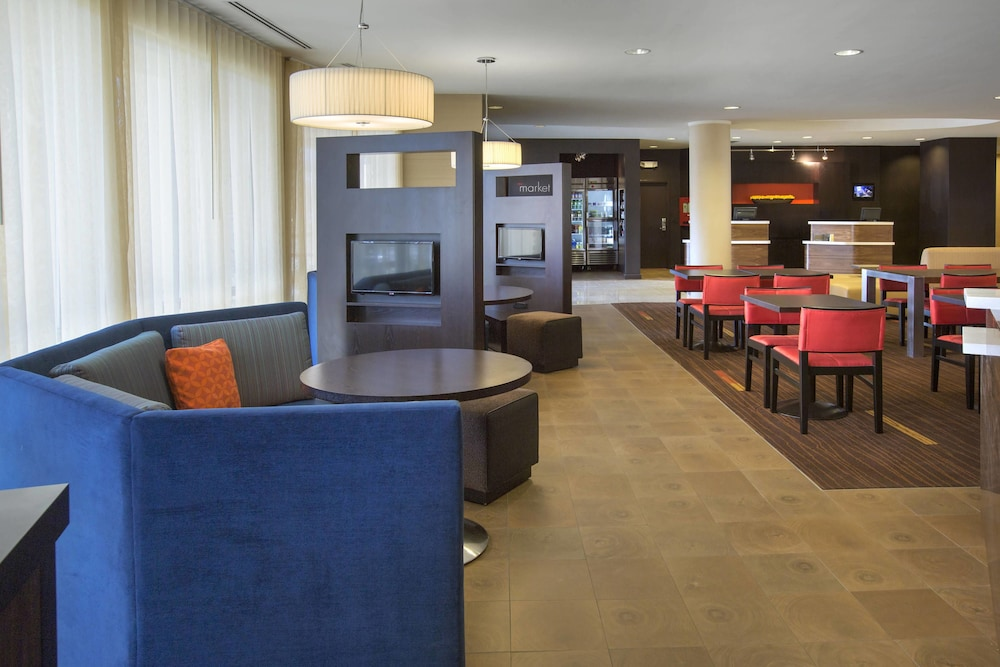 Lobby Sitting Area, Courtyard by Marriott Paramus