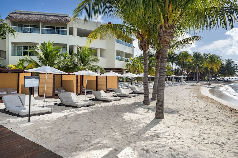 Property Grounds, Isla Mujeres Palace Couples Only All Inclusive Resort