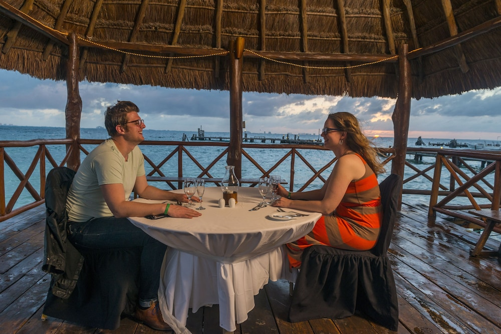 Couples Dining, Isla Mujeres Palace Couples Only All Inclusive Resort