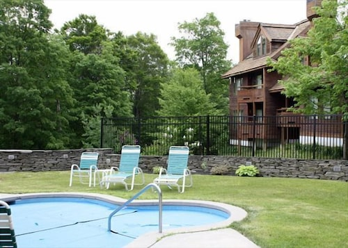 Outdoor Pool, Highridge Condominiums