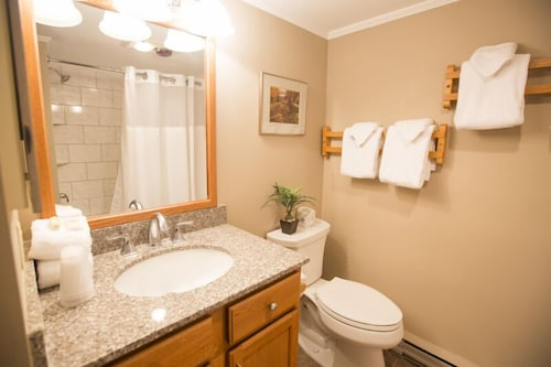 Bathroom, Highridge Condominiums