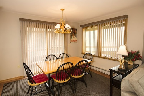 In-Room Dining, Highridge Condominiums