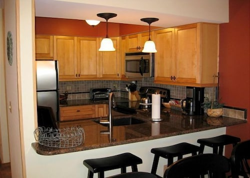 Private Kitchen, Highridge Condominiums