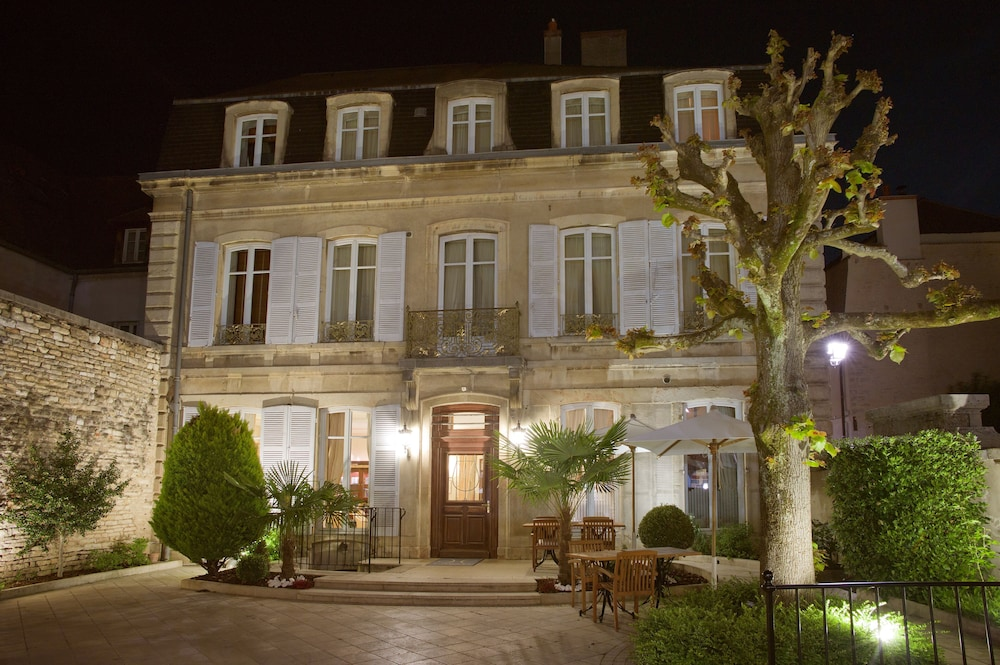 Front of Property - Evening/Night, L'Hôtel de Beaune