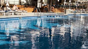 Outdoor pool, open 9:00 AM to 7:30 PM, pool umbrellas, pool loungers
