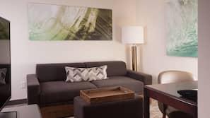 Luxe beddengoed, pillowtop-bedden, een kluis op de kamer, een bureau