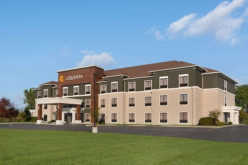 La Quinta Inn & Suites by Wyndham Lackawanna