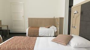 Zimmersafe, Schreibtisch, kostenloses WLAN, Wecker