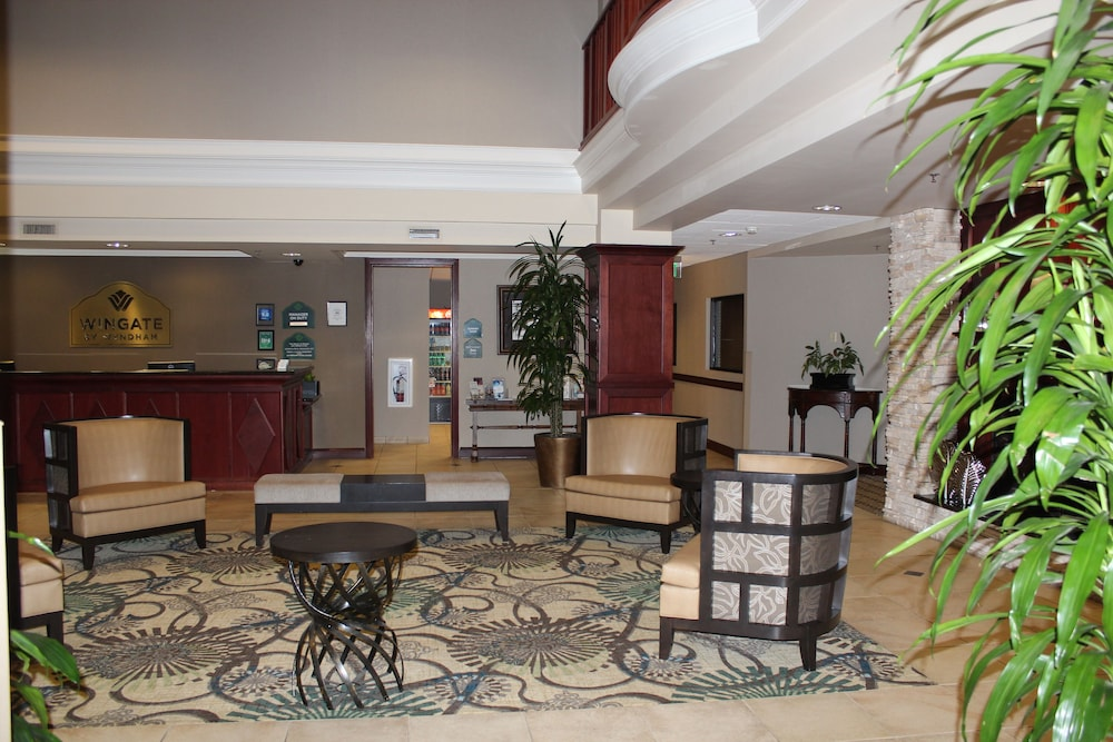 Lobby Sitting Area, Wingate by Wyndham Columbia / Lexington