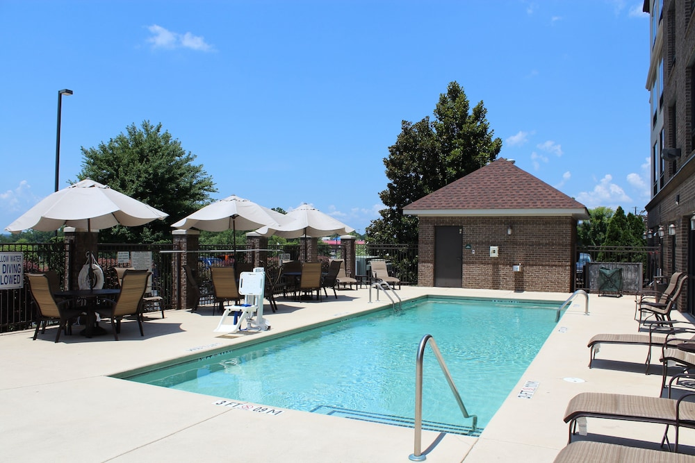 Outdoor Pool, Wingate by Wyndham Columbia / Lexington