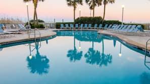 2 indoor pools, 6 outdoor pools