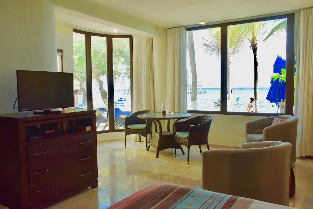 Living Area, Playa Palms Beach Hotel