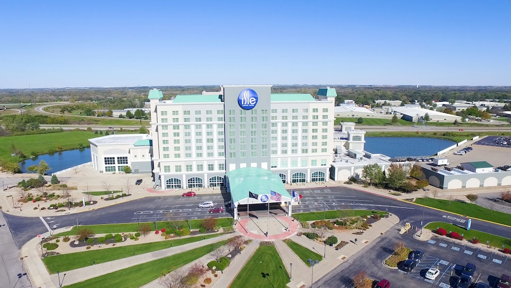 Cool Isle Casino Hotel Waterloo In Waterloo Ia Expedia Home Interior And Landscaping Spoatsignezvosmurscom