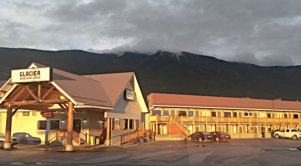 Front of Property, Glacier Basecamp Lodge