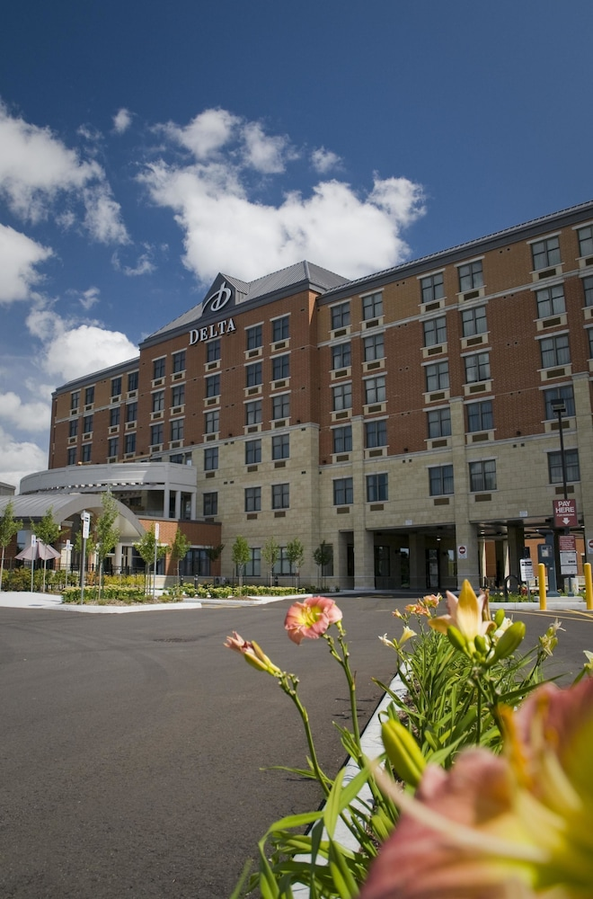 Exterior, Delta Hotels by Marriott Guelph Conference Centre