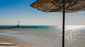 Massagen am Strand, Sporttauchen, Volleyball, Angeln