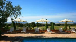 실내 수영장, 야외 수영장, 24시간 오픈 오픈, 수영장 파라솔, 일광욕 의자