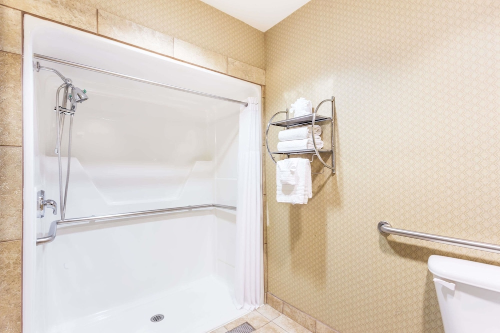 Bathroom, Baymont by Wyndham Mesa Near Downtown