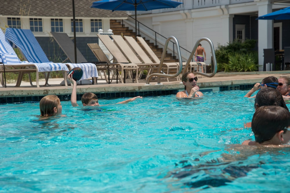 Outdoor Pool, WaterSound Inn