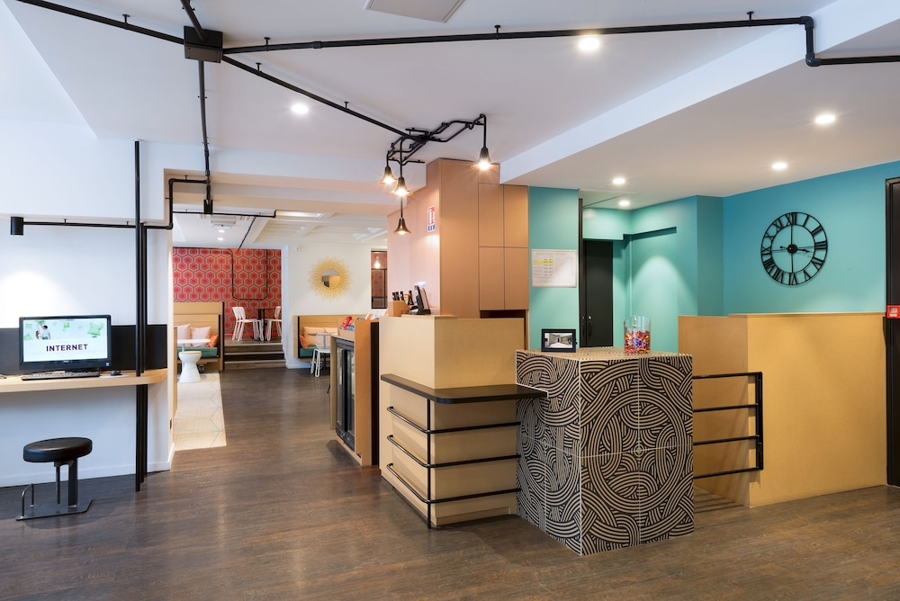 Reception, ibis Styles Macon Centre