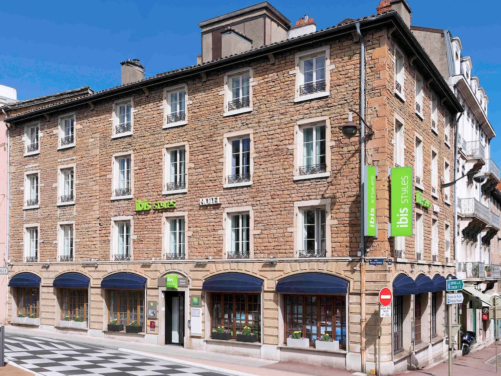 Front of Property, ibis Styles Macon Centre