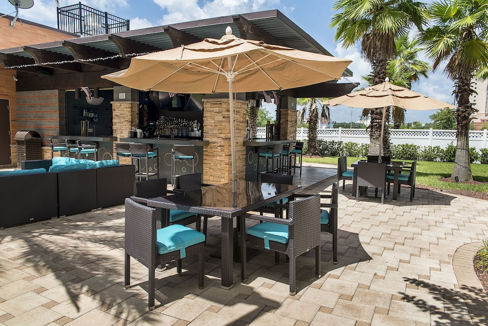Outdoor Dining, The Point Hotel & Suites