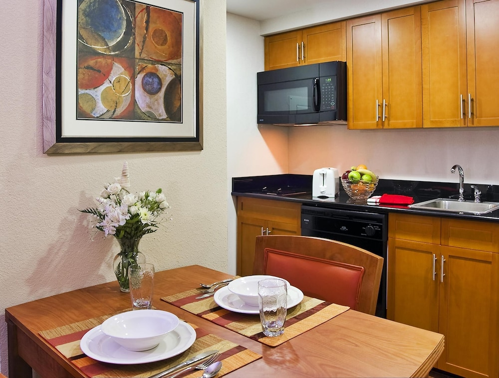 Private Kitchen, Homewood Suites by Hilton Virginia Beach/Norfolk Airport