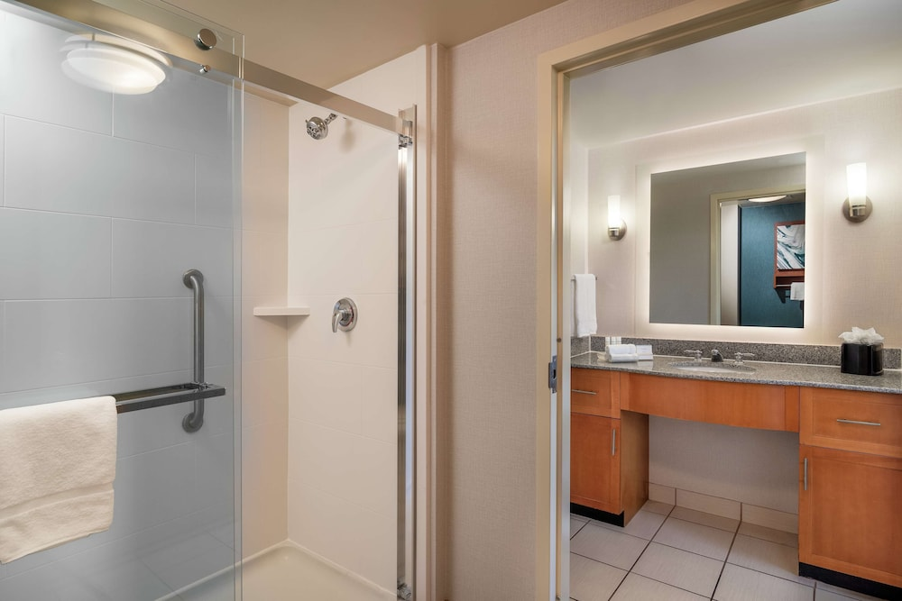Bathroom, Homewood Suites by Hilton Virginia Beach/Norfolk Airport