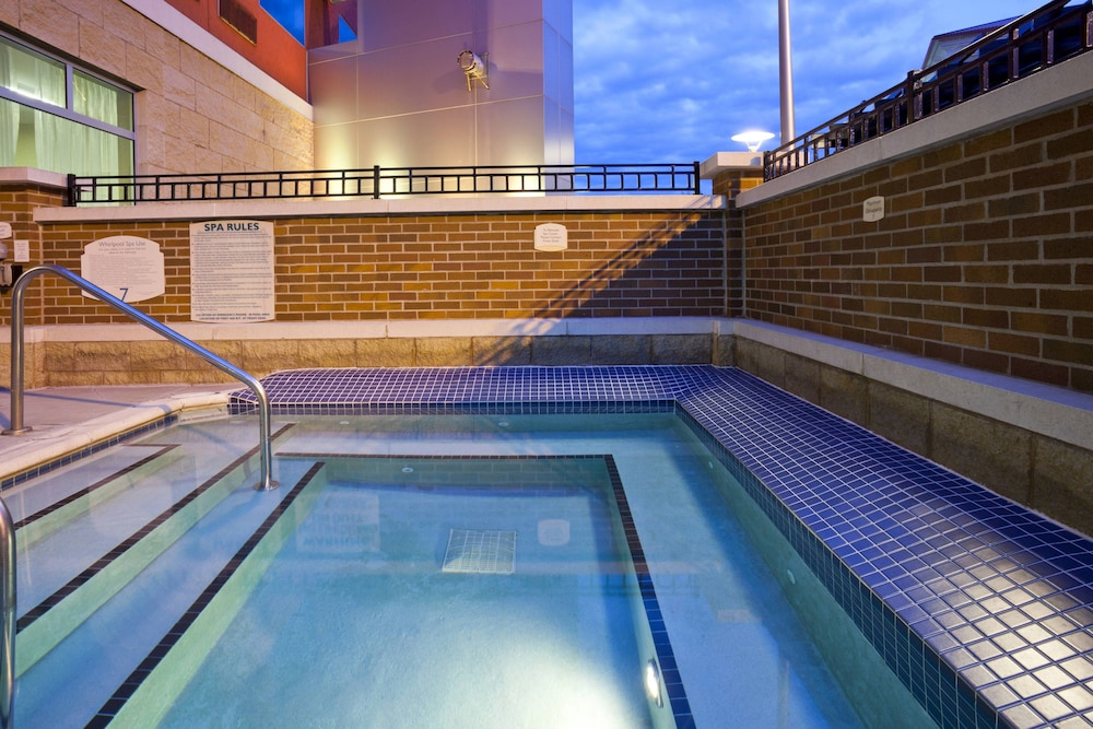 Outdoor Pool, Courtyard by Marriott Minneapolis Maple Grove/Arbor Lakes