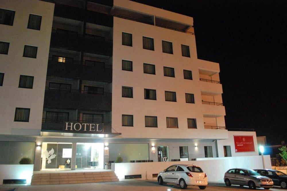 Front of Property - Evening/Night, Paredes Hotel Apartamento