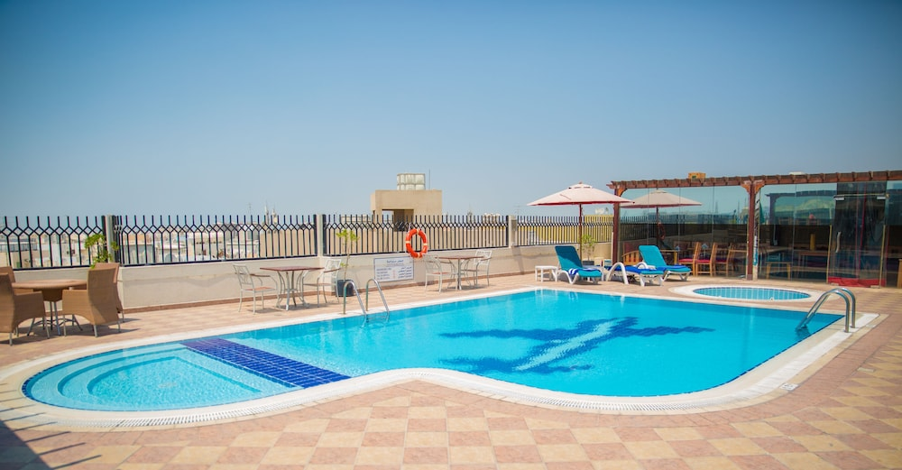 Saffron boutique hotel duba emirats arabes unis for Hotel nice piscine sur le toit