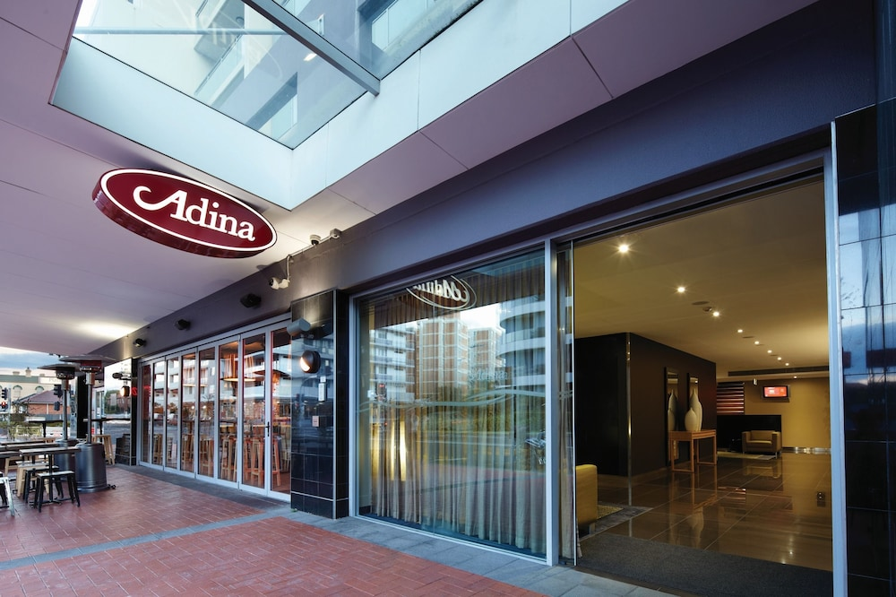 Front of Property, Adina Apartment Hotel Wollongong